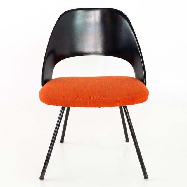 Early Saarinen for Knoll Plastic Back Armless Executive Side Desk Chair 21.25 wide x 20 deep x 31 high with a seat height...