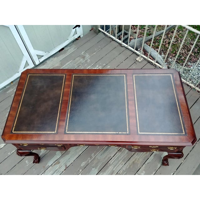 Chippendale Henredon Folio 10 Leather Top Style Banded Mahogany Writing Desk For Sale - Image 9 of 13