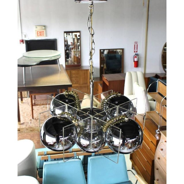 Mid-Century Modern Lucite and Chrome Domes Mid-Century Modern Light Fixture For Sale - Image 3 of 7