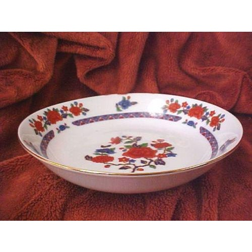 Crown Ming Old Imari Pattern China (3 Piece Settings) For Sale - Image 4 of 8