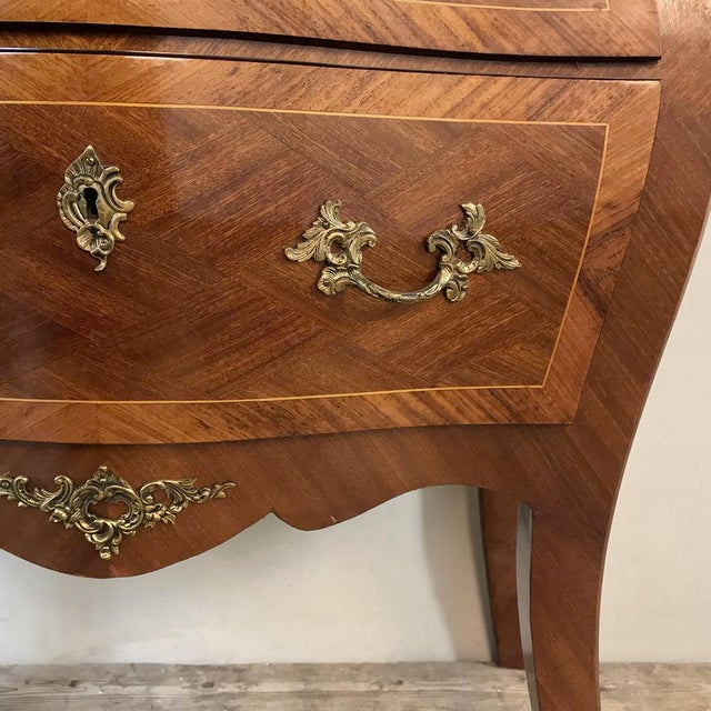 Antique French Louis XV Bombe Marquetry Marble Top Commode For Sale In Dallas - Image 6 of 13