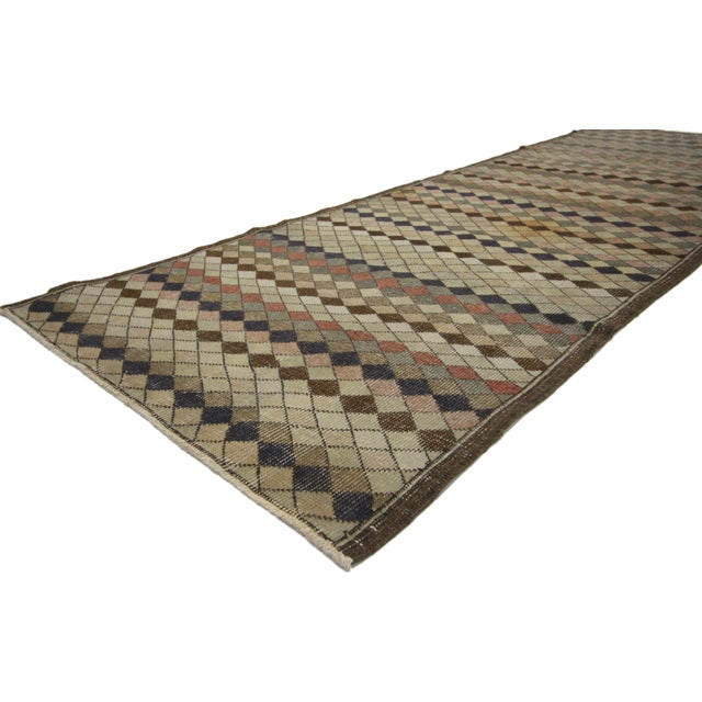 This modern Industrial hallway runner displays allover diamond pattern outlined in charcoal hues. Highlighting the finest...