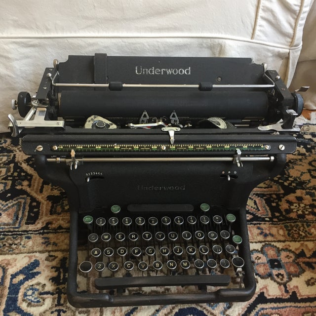 American Classical 1920s Vintage Underwood Typerwriter For Sale - Image 3 of 3