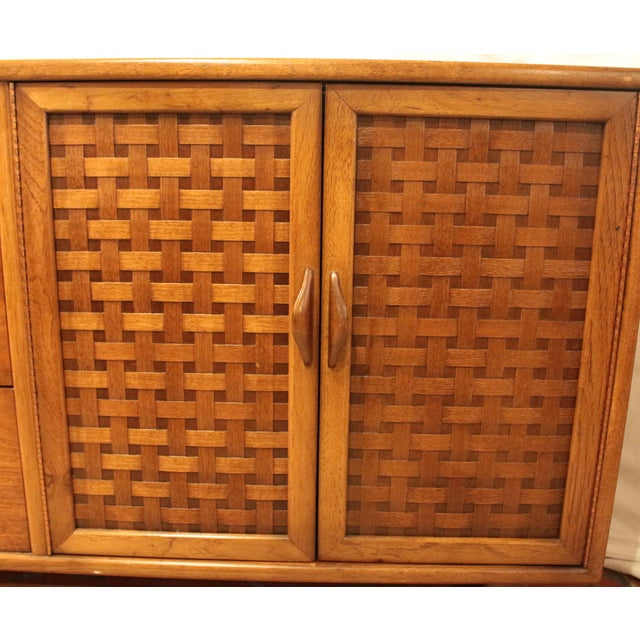 Mid Century Modern Walnut Credenza by Lane For Sale In Raleigh - Image 6 of 8