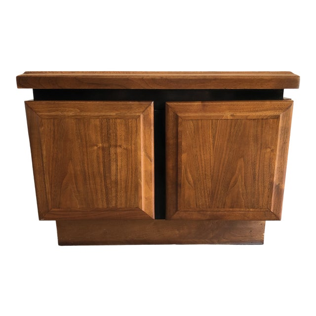 1950s Mid Century Modern Walnut Dillingham Night Stand For Sale