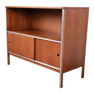 Paul McCobb for Calvin Mid-Century Modern Walnut Sliding Door Credenza or Media Cabinet For Sale
