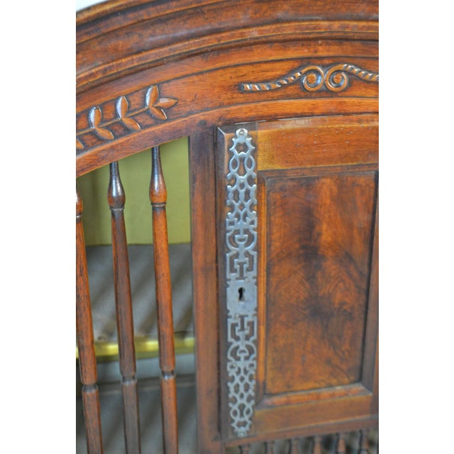 Traditional 18th Century Walnut Panetiere From Provence For Sale - Image 3 of 6