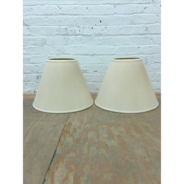 Ivory/White Linen Lampshades - a Pair - Image 2 of 5