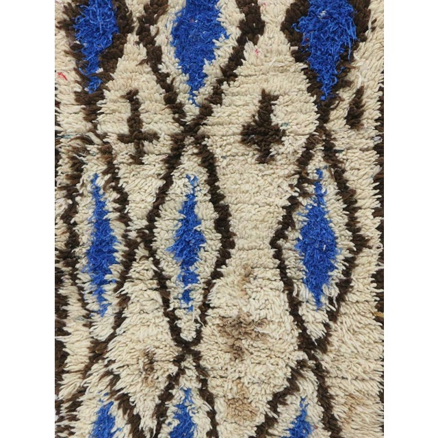 Islamic 1980s Azilal Moroccan Rug - 2′6″ × 4′11″ For Sale - Image 3 of 6