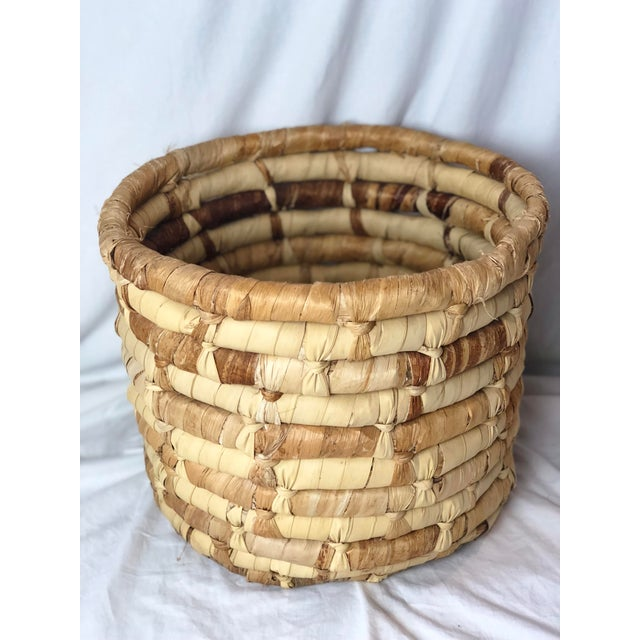 Americana 20th Century Boho Chic Cornhusk Basket For Sale - Image 3 of 10