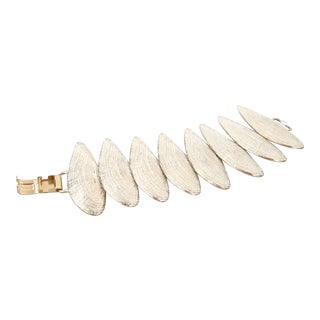 Modern White & Gold Seashell Bracelet For Sale
