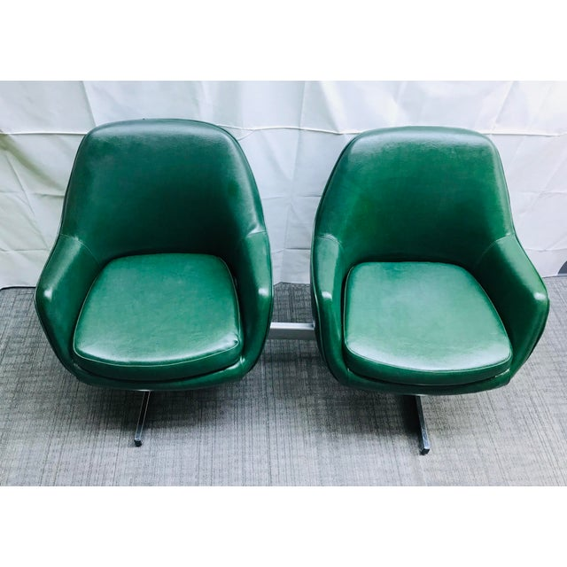 1960s Mid-Century Modern Dark Green Leatherette Tandem Seat For Sale - Image 5 of 12