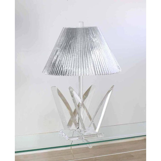 Lucite Mid-Century Modern Table Lamp For Sale - Image 9 of 9