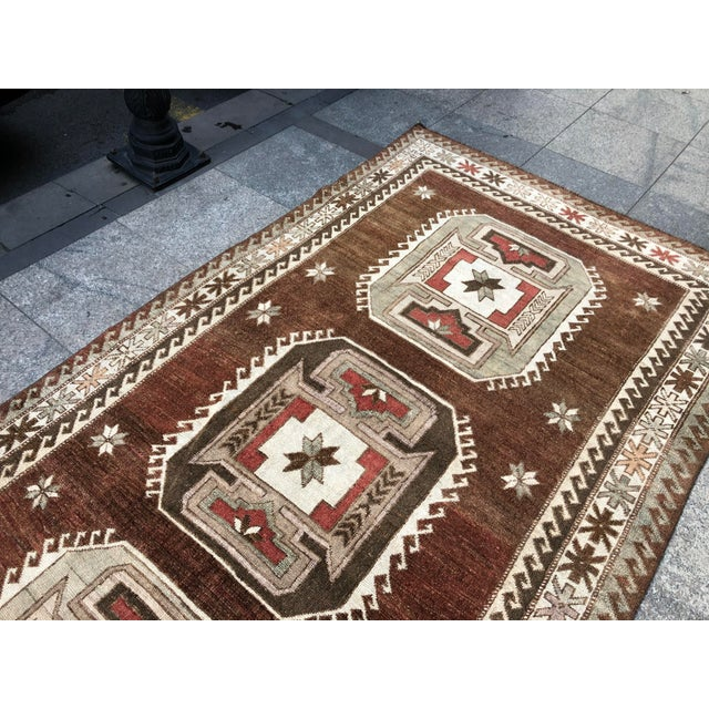 1960s Vintage Handmade Turkish Bohemian Wool Rug- 4′5″ × 8′4″ For Sale - Image 4 of 11