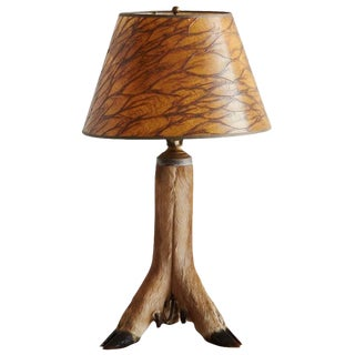Whitetail Deer Hoof Taxidermy Table Lamp, circa 1940s For Sale