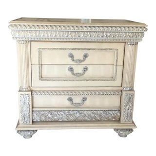 Traditional Silver & Cream Bachelors Chest