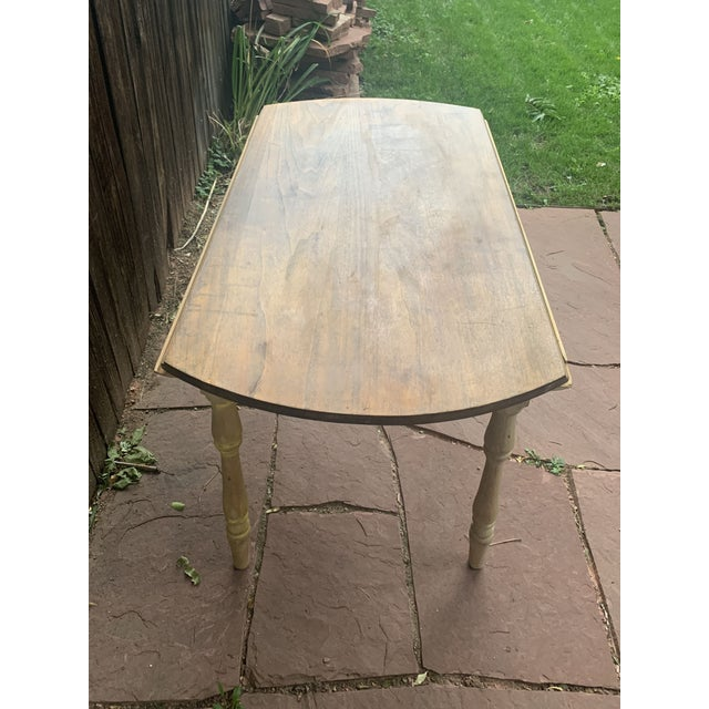 Light Yellow Early American Light Yellow Stained Pine Drop Leaf Dining Table For Sale - Image 8 of 13