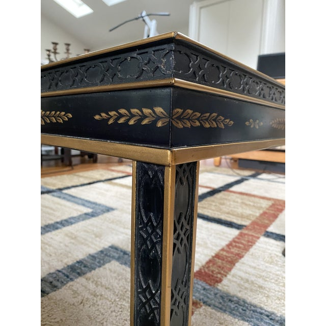 1980s Chinoiserie Drexel Heritage Black Lacquer Side Table For Sale - Image 5 of 11