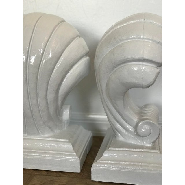 1970s 1970s Vintage Coastal Regency Scale White Lacquered Shell Bas - a Pair For Sale - Image 5 of 12