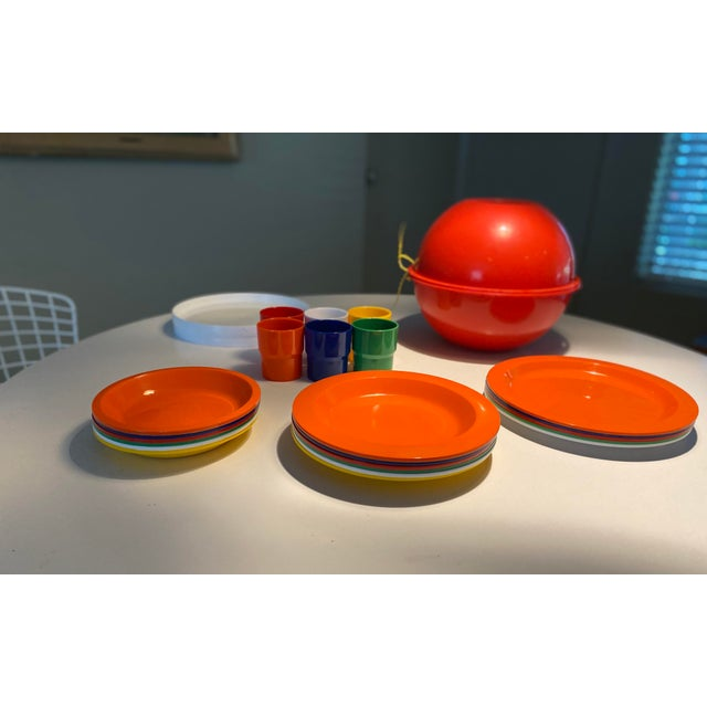 Mid-Century Modern Vintage Ingrid Plastic Chicago Six Colors Serving Set - 26 Pieces For Sale - Image 3 of 12