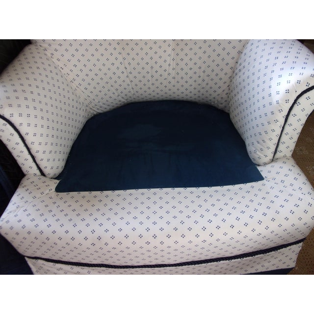 White Custom Swivel Chairs, White & Navy, Pair For Sale - Image 8 of 10