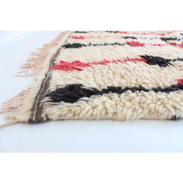 "Vintage Azilal Moroccan Berber Rug - 4'2"" x 7'10"" - Image 4 of 5"