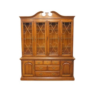20th Century Traditional Thomasville Furniture Cherry China Cabinet For Sale