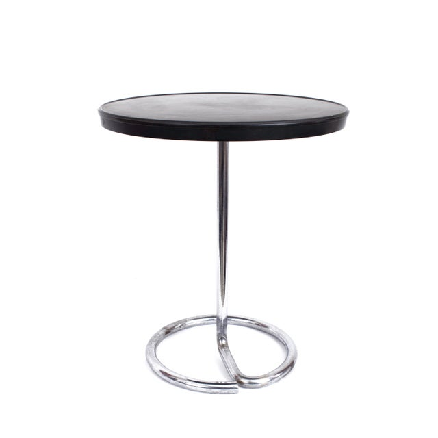René Herbst (1891–1982), attributed. Minimalist chromed tubular steel end table with Bakelite top for Stablet, with a...