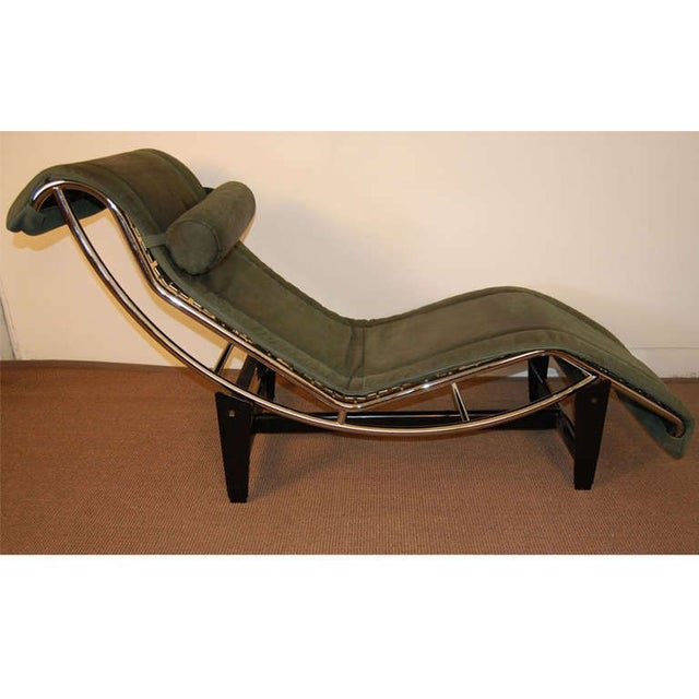 Le Corbusier LC4 Green Leather Chaise Longue - Image 2 of 7