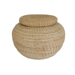 Vintage Guatemalan Large Natural Grass Rattan Round Lidded Basket Box For Sale