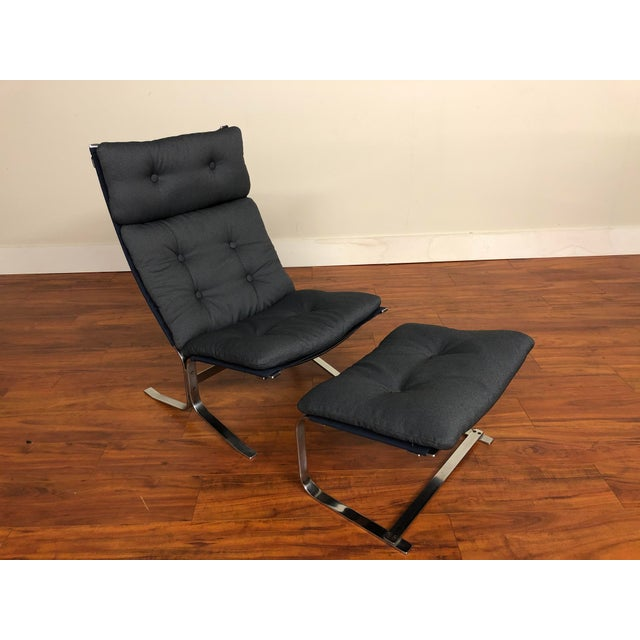 Mid-Century Modern Danish Vintage Metal Lounge Chair and Ottoman Newly Upholstered For Sale - Image 3 of 11