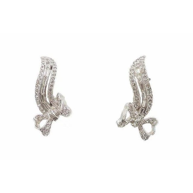Silver 1950s Kramer Rhodium Plated Rhinestone Bow Earrings For Sale - Image 8 of 8