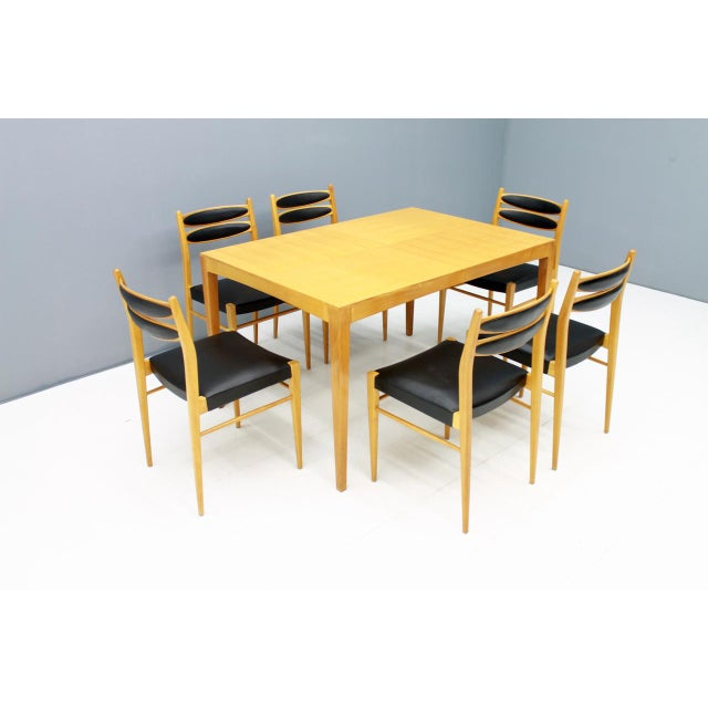 Mid-Century Modern Dining Room Set With Six Chairs in Cherry Wood and Black Leather 1957 For Sale - Image 3 of 10