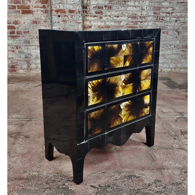 Americana Bull Horn Veneer & Black Lacquer Beautiful 3 Draws Commode For Sale - Image 3 of 9