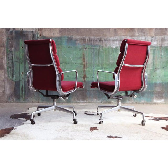 1970s Eames Herman Miller Aluminum Soft Pad Reclining Executive Lounge Chairs - Set of 8 For Sale - Image 10 of 11