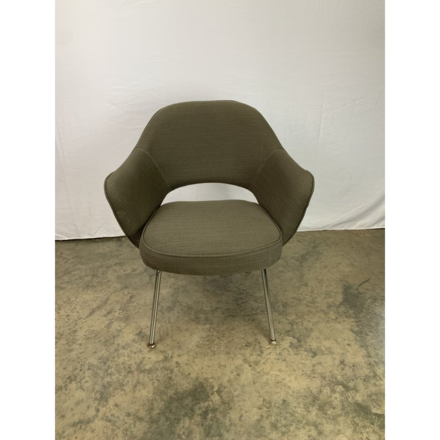 Handsome vintage Fortholl Executive Chair believed to be designed by Eero Saarinen for Knoll with original olive green...