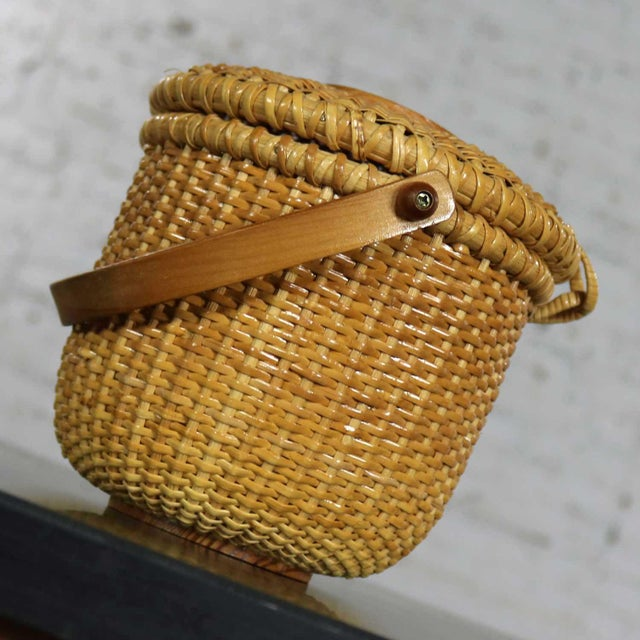 Late 20th Century Nantucket Lightship Round Lidded Friendship Basket For Sale - Image 5 of 13