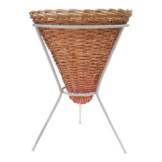Mid-Century Wicker Basket Planter on Metal Tripod Stand / Wicker and Metal Dining Table Base For Sale