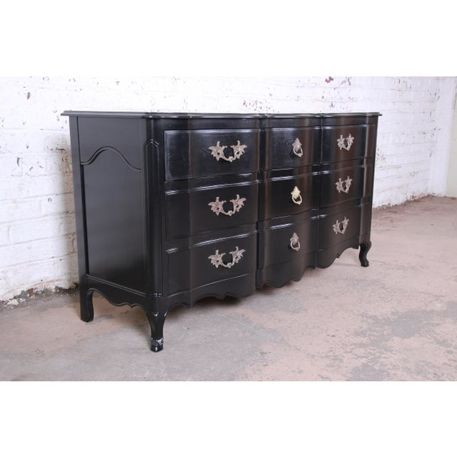 French Provincial John Widdicomb French Provincial Louis XV Ebonized Dresser, Newly Refinished For Sale - Image 3 of 13
