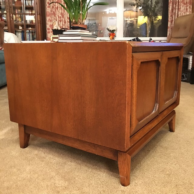 Broyhill Mid-Century Premier Facet Nightstands - A Pair - Image 3 of 4