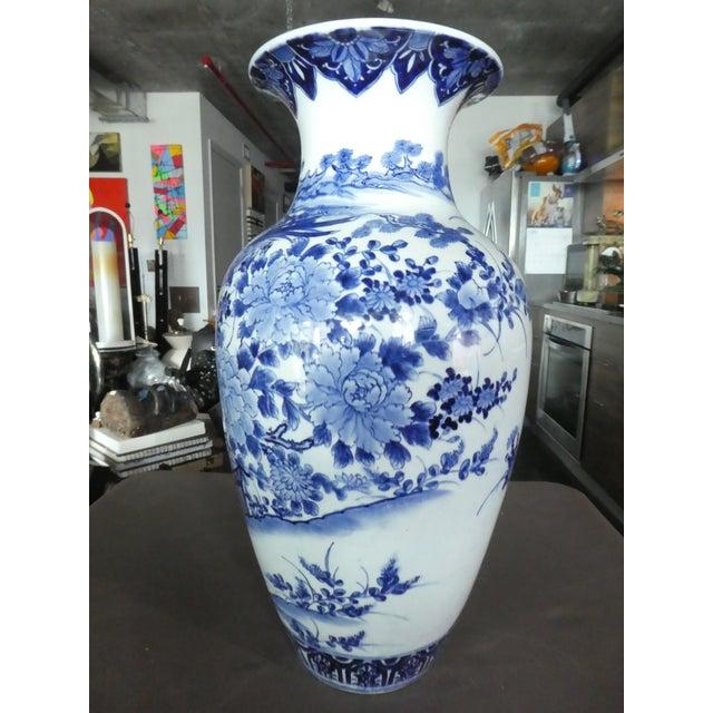 Japanese Palace Size 19th Century Antique Japanese Imari Vase For Sale - Image 3 of 10