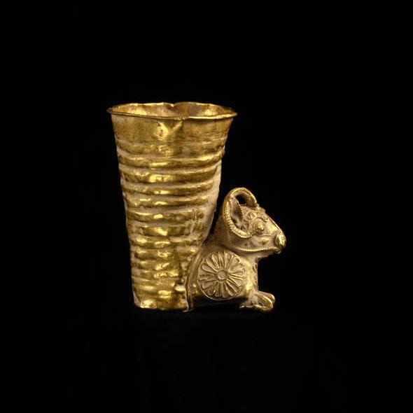 Hollywood Regency Achaemenid Gold Rhyton For Sale - Image 3 of 3