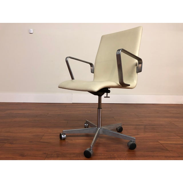 Authentic Arne Jacobsen for Fritz Hansen Oxford Rolling Office Chair in White Leather For Sale - Image 13 of 13