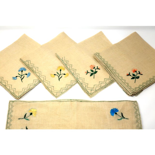 Italian Vintage Italian Embroidered Linen Napkins and Placemats - Set of 16 For Sale - Image 3 of 12