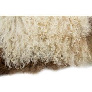 """Contemporary Handmade Wool Sheepskin Pelt - 2'1""""x3'5"""" Preview"""