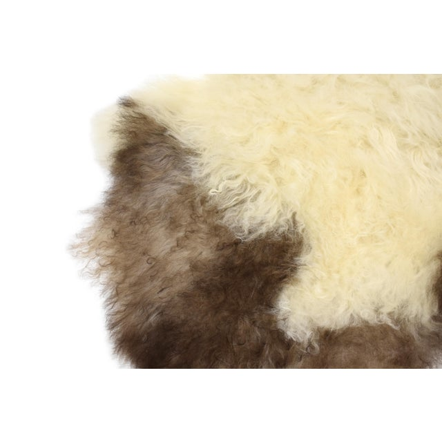 "Unique Handmade Beige Brown Wool Sheepskin Rug, Seat Cushion - 2'7"" X 4'3"" - Image 7 of 8"