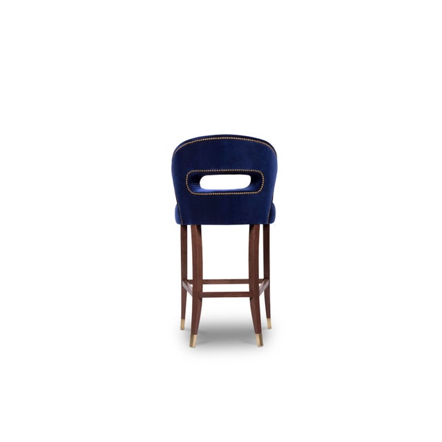 Nanook is the master of bears, the one who decides the luck of the hunters in the Arctic regions. NANOOK Bar Chair blends...