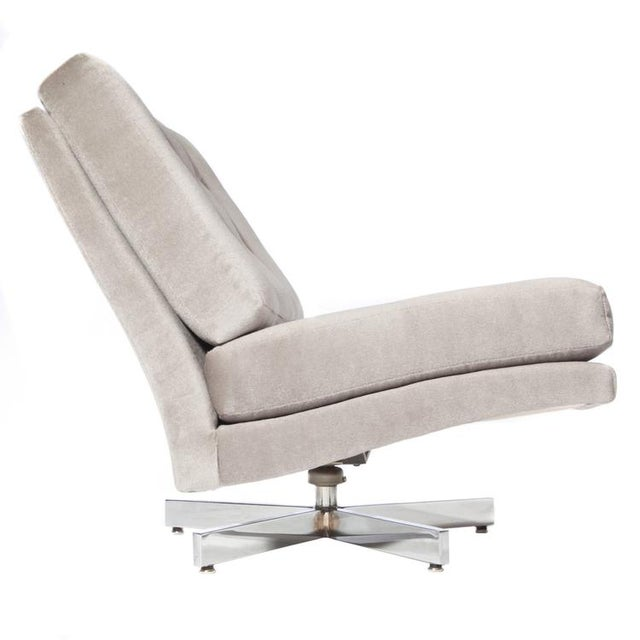 Chic low-slung 1970s swivel chair by Milo Baughman for Thayer-Coggin. Five-spoke chrome base, newly reupholstered in gray...