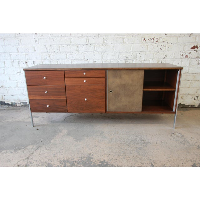 Silver Paul McCobb Area Plan Units Mid-Century Modern Walnut Low Credenza For Sale - Image 8 of 14