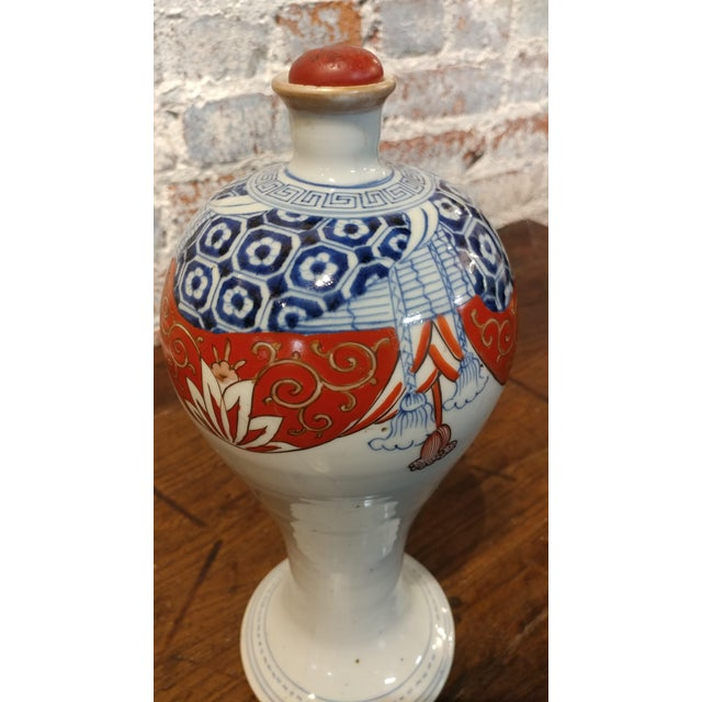 Japanese 17th Century Imari Rare Porcelain Bottle With Stopper C1660 For Sale - Image 4 of 9